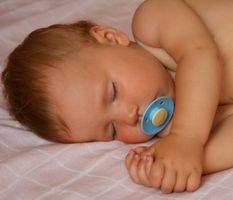 Hva er noen problemer med barn som sover i seng med sine foreldre?