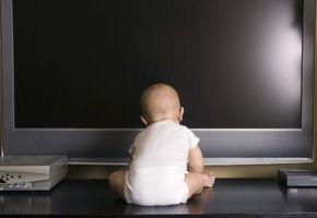 Hva er farene ved å sette en baby i foran en TV?