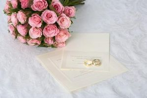 Hvordan kan jeg Word en Bilagskort for hotellopphold for et bryllup?
