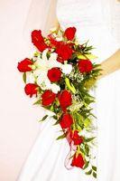 Hvordan Skjema for Cascading Wedding Buketter