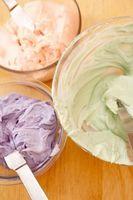 Liste over forsyninger som trengs for kake dekorert