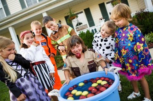 Hvordan å kaste en Halloween Party for Kids
