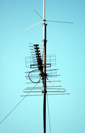 Hvordan koble en vertikal antenne til et Mast