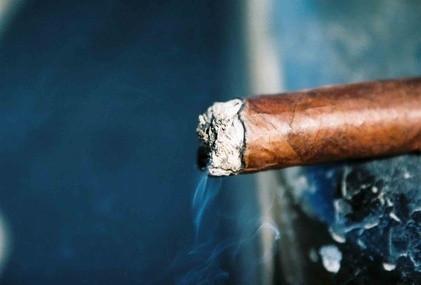 Hvordan Røyk en Prince Albert Pipe Tobakk Cigar