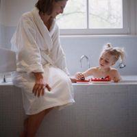 Hvordan oppmuntre Vann Play i små barn - Readymixinc.com